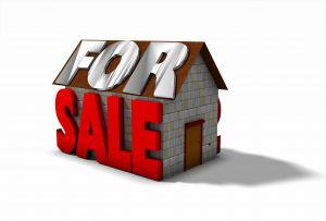 בית עם כיתוב למכירה