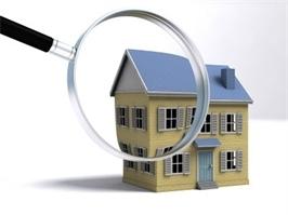 תמונה המציגה דגם בית תחת זכוכית המגדלת