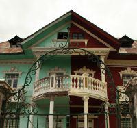 בית שנראה מחולק - בצבעים שונים